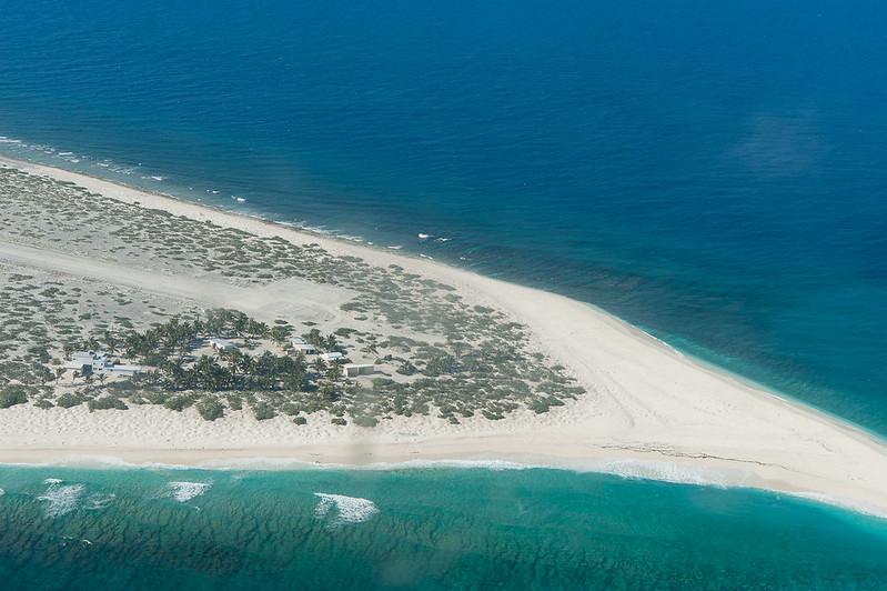 """Bild: ziviles Camp """"Serge Frolow"""" auf der Tromelin-Insel"""