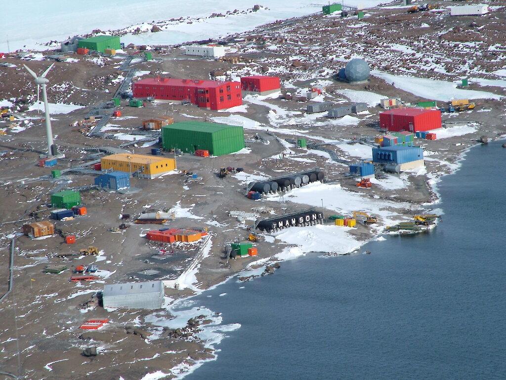 """Bild: Forschungsstation """"Mawson"""" - © D. McVEIGH, Australian Antarctic Division (AAD)"""