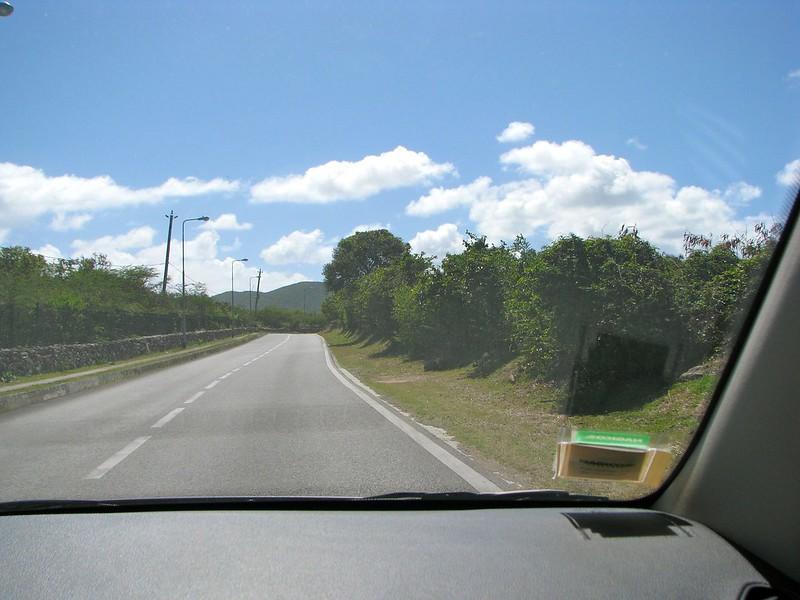 Bild: Grenzüberquerung auf der Oyster Pond Road
