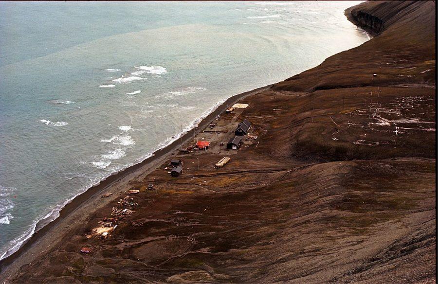 Bild: norwegische Forschungsstation auf der Hoffnungs-Insel (Hopen meteorologiske stasjon)
