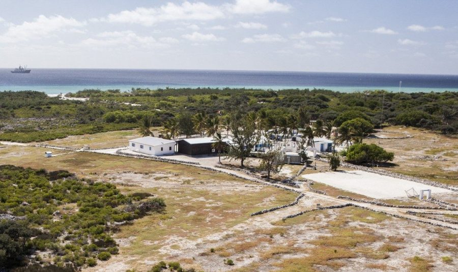 """Bild: Militärcamp """"Robinson"""" auf der Europa-Insel"""